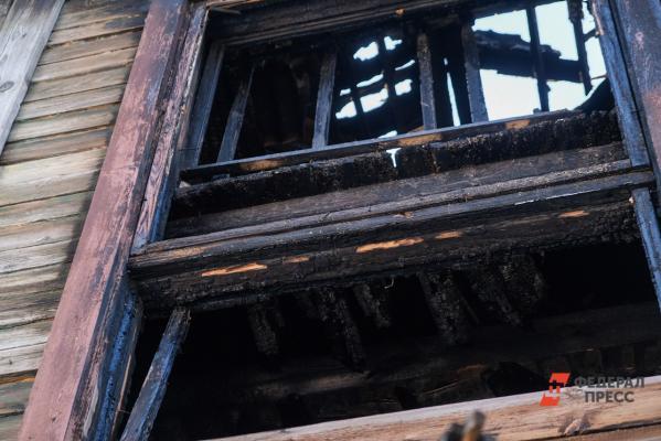 Врезультате сильного пожара вЕкатеринбурге сгорели жилой домиавтосервис