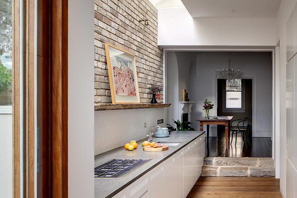 Какобустроить кухню вкоридоре: необычные идеи ипримеры
