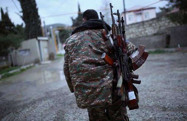 Армения отказалась отменять военное положение