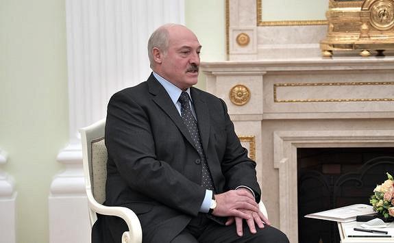 Стрелков: Лукашенко, скорее всего, будет скрыто поддерживать Украину вслучае возобновления активной войны вДонбассе
