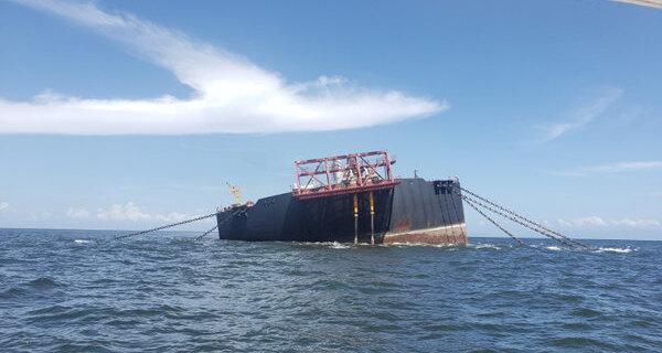 ВКарибском море может затонуть танкер с1,3млнбаррелей нефти