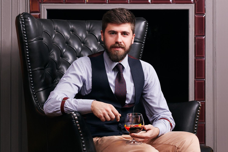 Джерри Томас, которого упоминает Виталий Бганцов, в своей книге «Как мешать напитки» в 1887 году первым опубликовал рецепты нескольких типов коктейлей — сауэров, физов и флипов