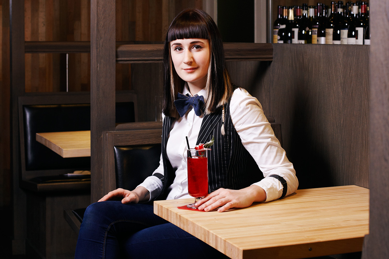 До того как встать за стойку Saxon + Parole, Оксана Жидкова работала в Far Rockaway — еще одном московском заведении, корнями связанным с Нью-Йорком. Там бар ставила команда знаменитого Death & Co