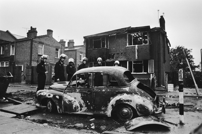 Бунт в Бродуотер-фарм 1985 года начался с мирной демонстрации у полицейского участка