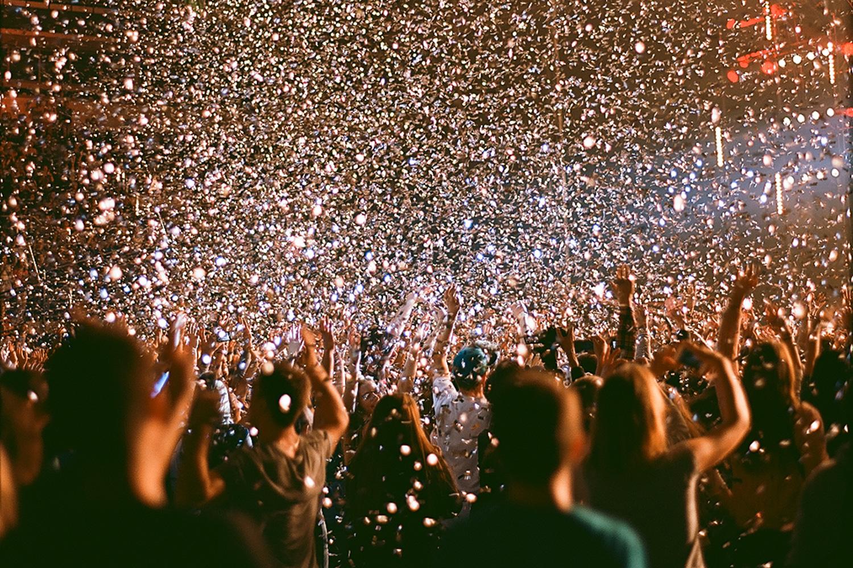 Неистовый восторг у публики на концерте Коржа вызывают практически песни; практически все и поются наизусть. Самые же ударные номера — это «Небо поможет нам», «Где я», «Жить в кайф!», а также внеальбомный клубный трек с рефреном «Выгоняем алкоголь»