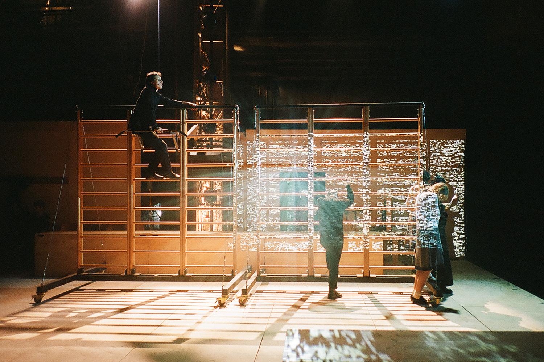 Музыкальный спектакль «Пробуждение весны» в «Гоголь-центре» стал самой технологичной постановкой Кирилла Серебренникова и его «Седьмой студии»
