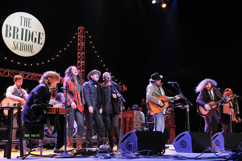 Том Уэйтс, Элвис Костелло, Arcade Fire на благотворительном концерте Нила Янга