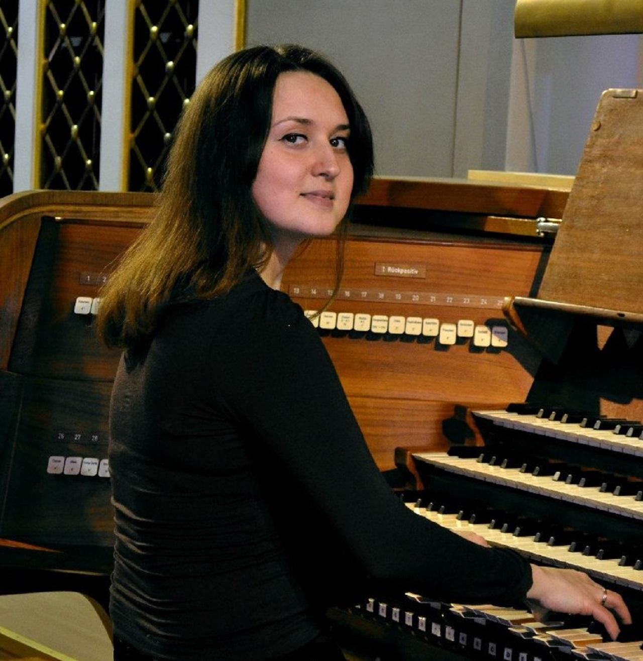 Михаил Чумаков (скрипка), Анна Суслова (орган) смотреть фото