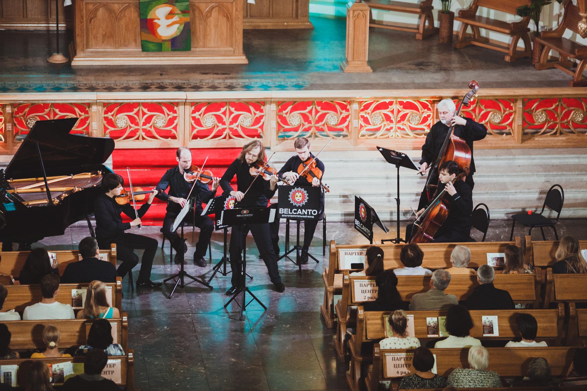 Камерный оркестр п/у Сергея Поспелова (скрипка) смотреть фото