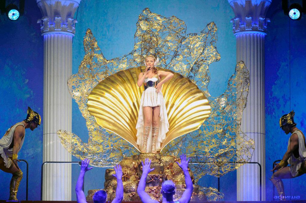 Кайли 3D — Афродита Les Folies смотреть фото