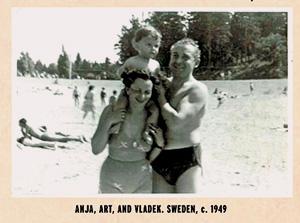 Имена родителей Шпигельмана в комиксе написаны упрощенно, как Аня и Владек — так, чтобы их могли прочитать американцы