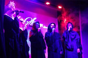 Появился в «Фантомасе» и почти что хор монахов