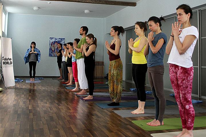 Среди преподаваемых детям дисциплин йога выглядит наиболее экзотично, но именно она, по мнению организаторов, способна сильнее всего повлиять на мировоззрение человека