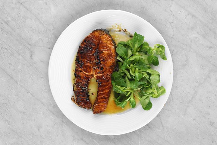 Подгорелый вид у лосося с апельсиновым соусом — от сахара