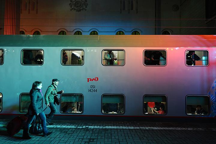 Двухэтажный поезд, который ходит между Москвой и Адлером