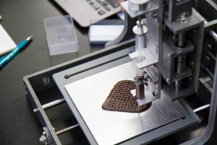 Печатать любую еду на 3D-принтере пока нельзя, но шоколад уже можно — сам такой принтер будет стоить в районе пяти тысяч долларов