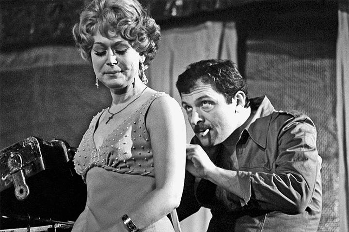 Немоляева в одной из главных своих театральных ролей — Бланш в спектакле «Трамвай «Желание», 1979 год