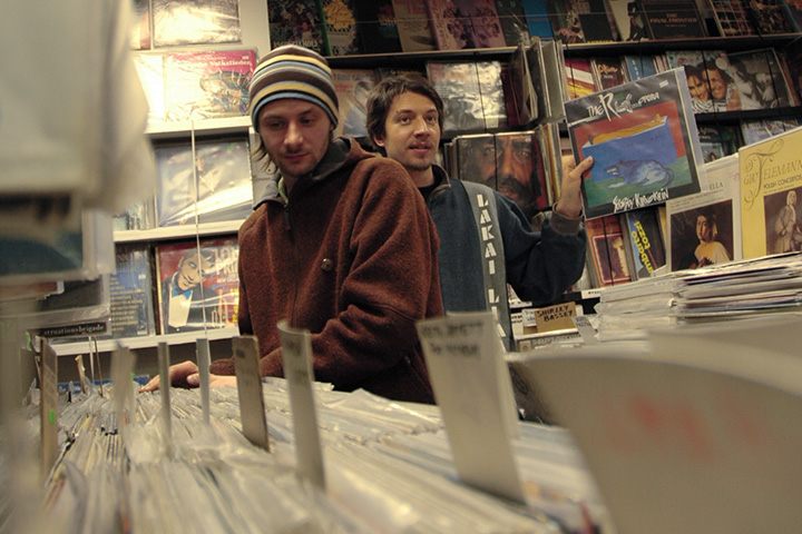 Андрей Чагин и Иван Поляков в магазине «Звуковой барьер». 2003 г.