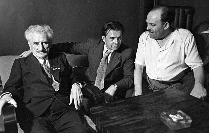 Поэт Александр Безыменский, писатель Леонид Леонов и поэт Шалва Дадиани