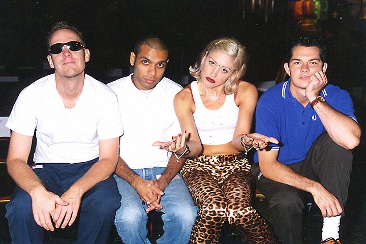 Эрик Стефани, крайний справа