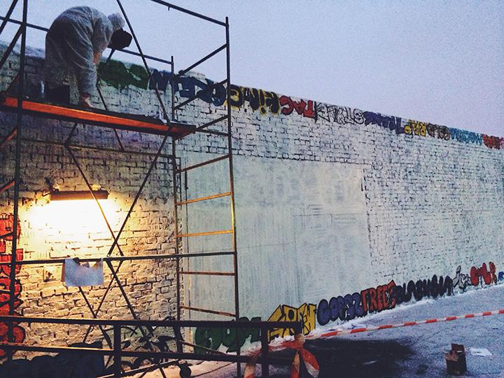 «Стену» на «Винзаводе», которую одно время курировал Поносов, стараются обновлять каждый месяц