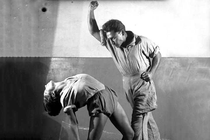 Биомеханика — придуманная Мейерхольдом система тренировки актеров; первоначально — просто гимнастика для актеров, развившаяся в сложную практику тренировки актерского тела, позволяющую им корректно и точно исполнять поставленную режиссером задачу