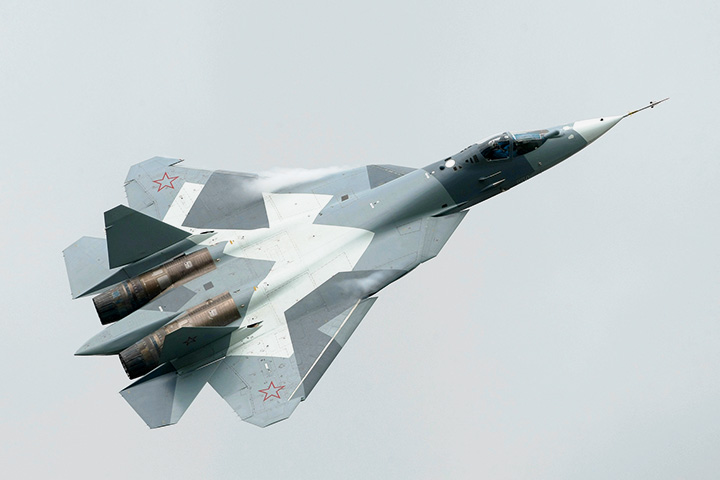 ПАК ФА — cамый современный истребитель отечественного производства, задумывался как ответ американскому боевому самолету F-22 Raptor, но по некоторым характеристикам даже превзошел его