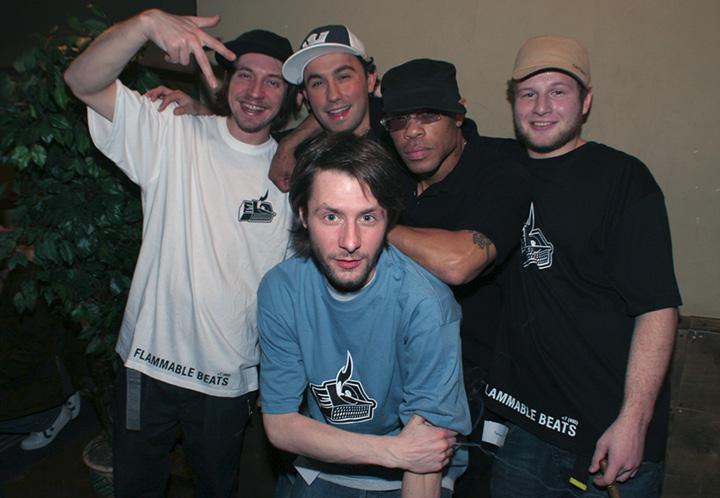 Flammable Beats вместе с G.U.R.U. закулисами клуба «Б2». 2007 г.