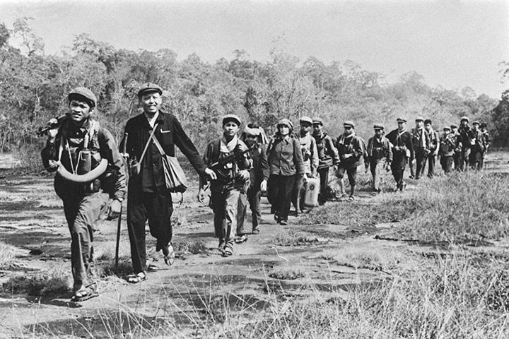 Пол Пот с камбоджийской армией в 1979 году