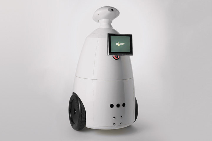 Отечественный R.Bot 100 напоминает одновременно R2D2 из «Звездных войн» и ВАЛЛ•И из одноименного мультфильма. По функционалу тоже не уступает