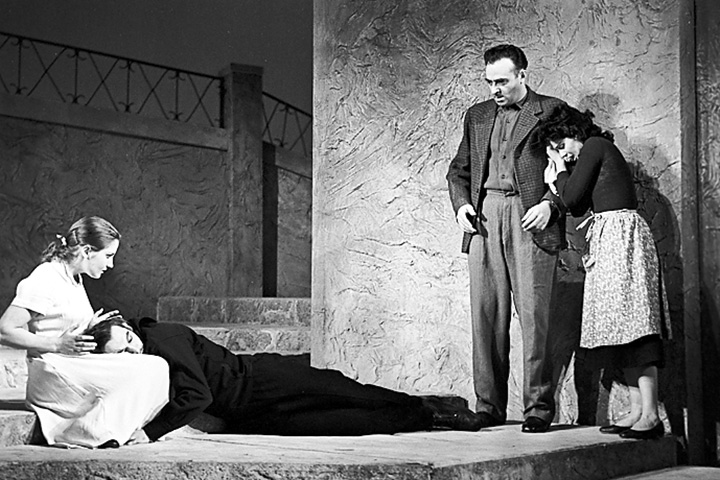 В спектакле «Ангела» в Театре Вахтангова Этуш играл вместе с Василием Лановым