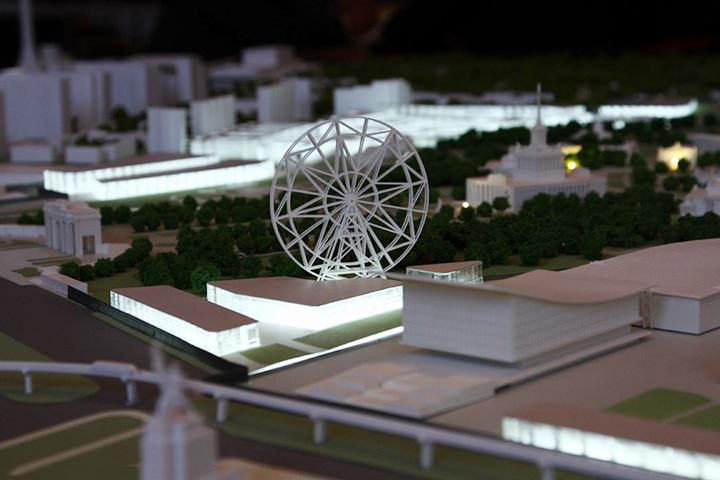 В будущем возле колеса обозрения планируется построить новые здания, хотя руководство ВВЦ находится с владельцами аттракциона в постоянном конфликте