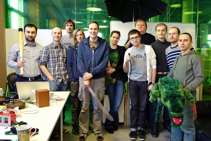 Сегодня в полном составе уволился и весь технический отдел «Ленты.ру» — разработчики сайта опубликовали в фейсбуке эту фотографию и объявили о поиске работы