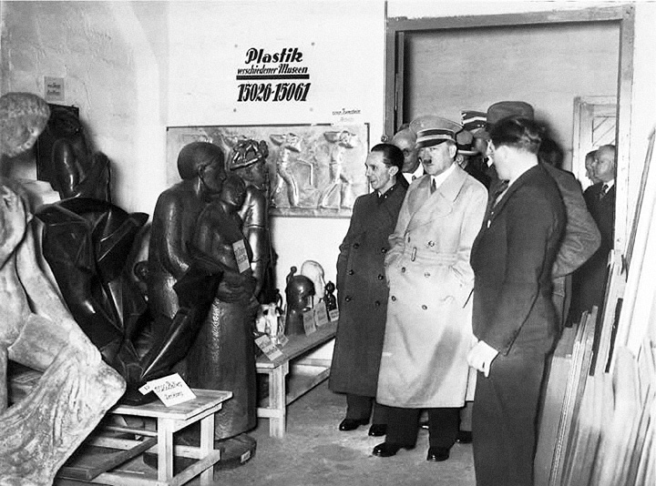 Гитлер и Геббельс на выставке «дегенеративного искусства»