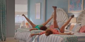Трейлер: комедия «Барб и Звезда едут в Виста дель Мар» с Кристен Уиг