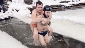Посмотрите документалку о людях с инвалидностью, которые участвуют в крещенских купаниях