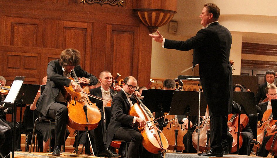 Концерты: Государственный симфонический оркестр РТ. Дирижер Александр Сладковский