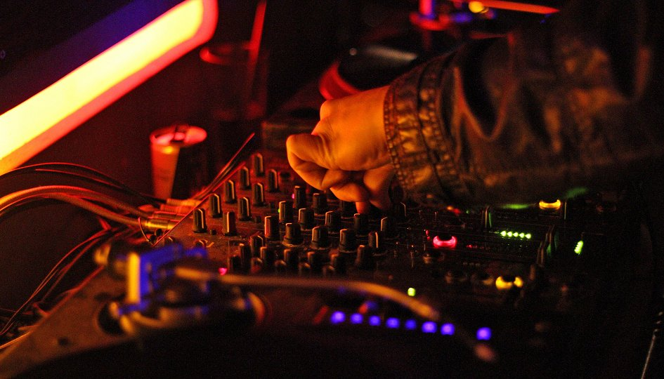 Концерты: «Дыхание ночи»: DJs Miss, Vil