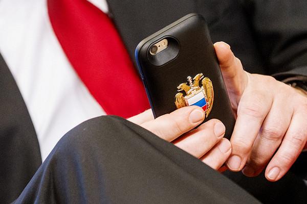 Эксперт: России пора отказаться от«цифровых ножек Буша»
