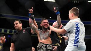 Экс-чемпиона UFCГарбрандта выгнали изсамолета