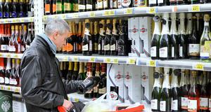 Минпромторг исключил водку и сигареты из продуктовых карточек
