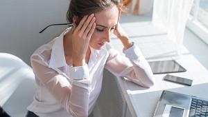 Врач объяснил головные боли уперенесших COVID-19