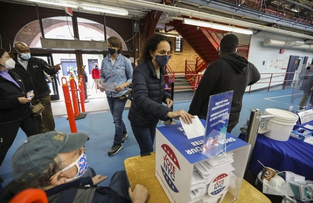 Американцы нашли хитрый способ проголосовать дважды