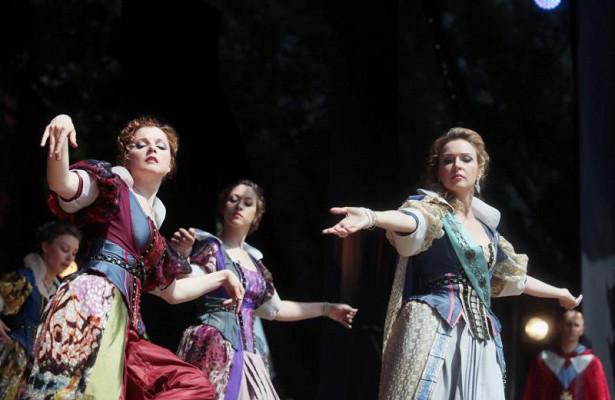 Людям сограниченными способностями показали спектакль «Коломбина»