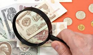 Рубль слегка укрепляется на дорогой нефти и надеждах на мир