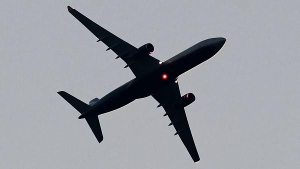 Летевший вХанты-Мансийск самолет вернулся вТюмень из-занеисправности