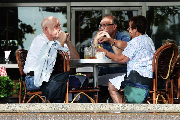 Судотменил запрет наработу баров Берлина поночам