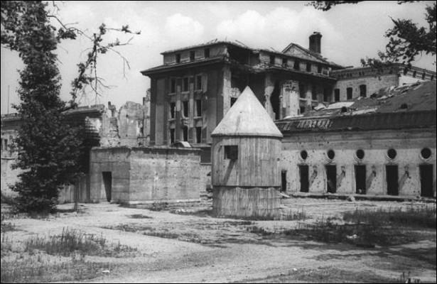 Бункеры, вкоторых прятался Гитлер