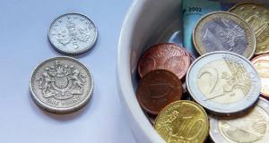 Решение Банка Англии ускорило снижение фунта