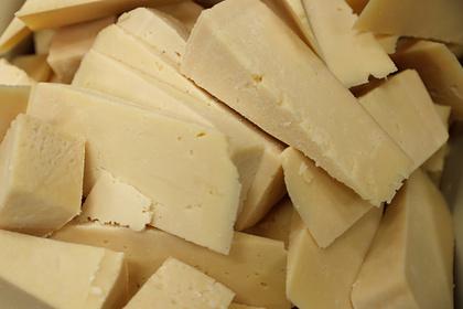 Диетолог рассказал, чемопасен сыр